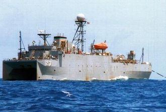 マグロはえ縄漁船「第一寿丸」から撮影された米海軍の音響測定艦「インペッカブル」=5月27日正午ごろ、沖縄近海(「第一寿丸」提供)