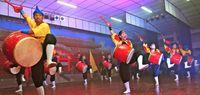 多彩な伝統芸能 琉球国祭り太鼓・ボリビア支部 生徒も共演