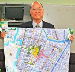 作製した「駅から避難地図」をPRする西石垣見治代表=10日、那覇市・県庁