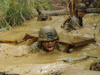 (資料写真)沖縄で訓練する米海兵隊=2013年撮影