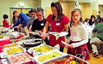 3世代での参加もあった親睦会で交流を楽しむ参加者=アトランタ市郊外