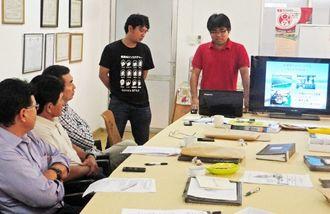沖縄国際大学で学ぶなど沖縄での研修を振り返る(左から)イノウエさんと屋良さん=サンタクルス市