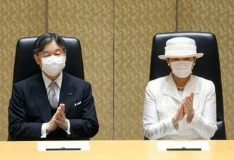 日本学士院賞の授賞式に出席された天皇、皇后両陛下=21日午前、東京・上野の日本学士院会館(代表撮影)
