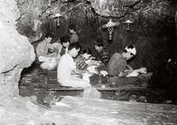 【パナマ帽作り】沖縄の特産品、細かな編み込み 作業進む洞窟で製造