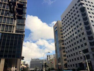沖縄本島地方では、6日夜のはじめ頃まで発達した積乱雲の下での落雷や突風、急な強い雨に注意してください