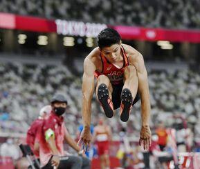 男子走り幅跳び予選 津波響樹の1回目=国立競技場