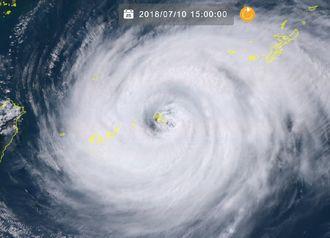 台風の目に入った宮古島地方(10日午後3時現在)