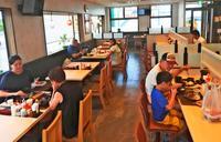 目玉はロースかつ定食530円 松屋フーズ沖縄1号店、リンガーハット北谷店跡にオープン