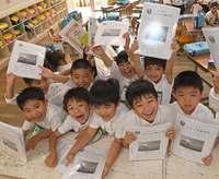 1年間頑張ったよ 沖縄県内の小・中学校で修了式