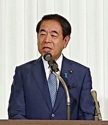 憲法改正について講演する自民党の下村博文選対委員長=21日午前、富山市
