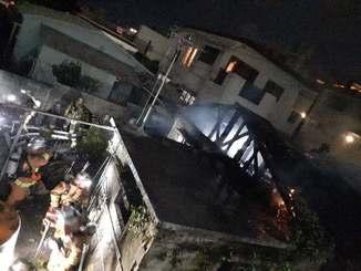 火災が発生した現場=12月3日午後6時10分ごろ、那覇市首里崎山町