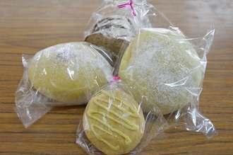 人気を集めた食用菊を練り込んだ「菊パン」