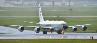 情報収集活動を終え、帰還した米軍の電子偵察機RC135V=6日午後4時26分、米軍嘉手納基地