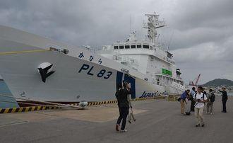 尖閣警備強化で配備された海上保安庁の巡視船かびら=2014年12月、石垣港(沖縄タイムス社提供)