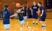 ファンレターで夢かなう 沖縄の選手と東京の小学生がバスケ試合