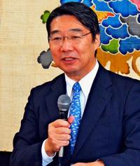 前川喜平さん、沖縄で熱弁 前文科次官「学校以外でも学びを」