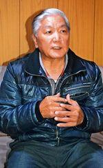 1977年のオルテガとの世界戦を語るフリッパー上原さん=那覇市内の自宅