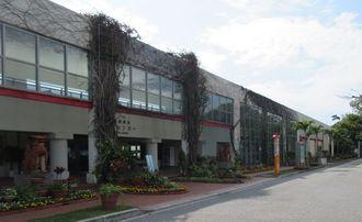閉館が決まった熱帯・亜熱帯俶緑化植物園内の植物管理センター=本部町・海洋博公園(美ら島財団提供)