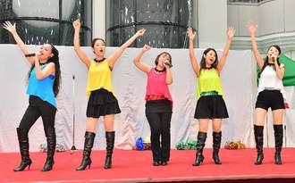 Dream39の(右から)Hazukiさん、Shigeさん、Akaneさん、Naoさん、Rikoさん