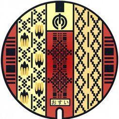 首里織物をデザインしたマンホールふた=那覇市提供