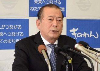 県民投票への不参加を再表明する松川正則宜野湾市長=10日、同市役所