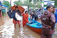 インド南部水害で160人超死亡 15万人以上が避難、軍が救助も