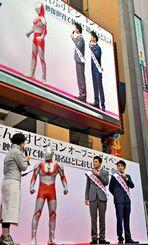 映画祭をPRする(右から)ガレッジセールのゴリさん、川田広樹さん、ウルトラマン=20日午後、てんぶす那覇