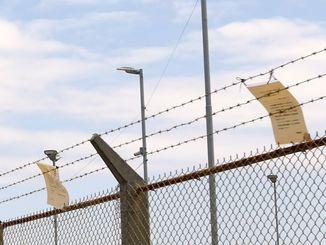 大手産業廃棄物処理業者が許可を取り消された問題を受け、沖縄の米軍基地でごみの回収が止まっている