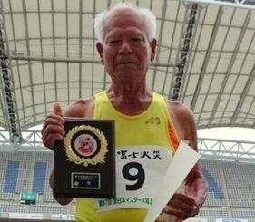 M90クラス400メートルで世界新記録を樹立した亀濱敏夫=新潟県・デカンビックスワンスタジアム(提供)