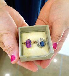 マユミさんが父方の祖母の形見で保管している指輪。両親の離婚後、一度も会えずに亡くなった祖母のお気に入りで「よく身に着けていた」と思い返す=21日、那覇市内