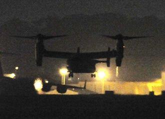 夜間飛行するオスプレイ