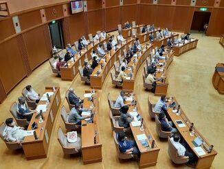 意見書を全会一致で可決した沖縄県議会=15日、沖縄県議会