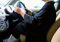 僧衣で運転し反則切符/「操作に支障」全国で反発/福井 道交法細則違反