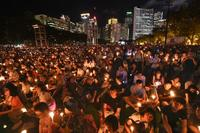 香港で天安門事件の追悼集会 11万人超、学生会は不参加