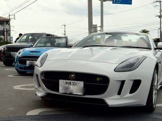 エクセルレンタカー沖縄が扱う輸入車=16日、豊見城市