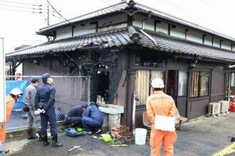 火災があったJR小城駅の駅舎=16日午前10時35分、佐賀県小城市