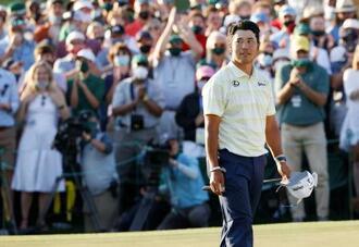 米ゴルフのマスターズ・トーナメントで、日本男子初のメジャー制覇を果たした松山英樹=11日、米ジョージア州のオーガスタ・ナショナルGC(ロイター=共同)