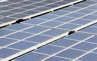 太陽光発電所のパネル