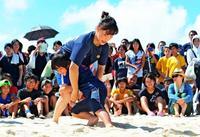 リオ五輪メダリストに挑戦! 吉田沙保里、登坂絵莉、土性沙羅が来場 ビーチレスリング沖縄大会
