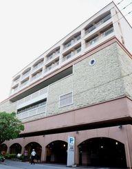 東京の企業が所有権を取得した「かんぽの宿那覇レクセンター」=2013年6月、那覇市港町