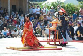 1800年の記録を基に琉球国王の即位式を再現した「冊封儀式」=29日、那覇市・首里城(喜屋武綾菜撮影)