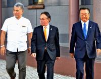 沖縄県知事選:玉城氏の出馬表明、29日の見通し 小沢氏が呉屋氏らと面談