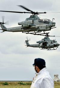不時着同型ヘリ飛行/米軍、国の要請も無視/渡名喜の機体 普天間戻る