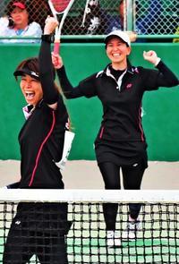 ペア15年「ようやく優勝できた」 ソフトテニス我那覇佳乃・比嘉慶望組